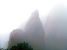 裹罩雨紗中的三清  San Qing Mtn